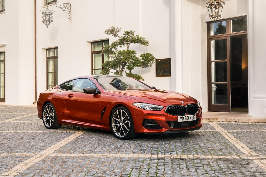 BMW 8-Series Coupe 2019 ra mat tai Anh, gia gan 100.000 USD hinh anh 1