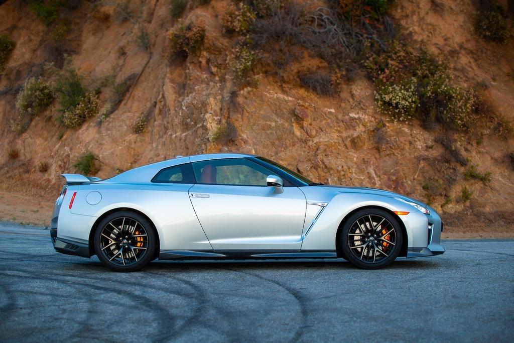 Nissan GT-R 2019 cap ben nuoc My, gia gan 100.000 USD hinh anh 9