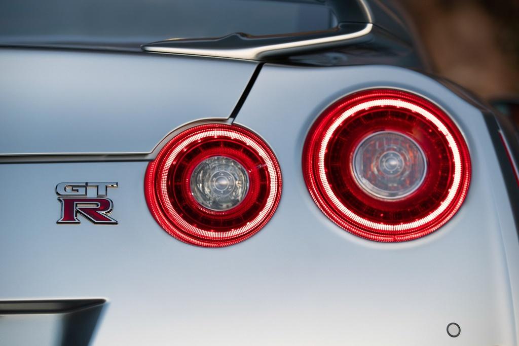 Nissan GT-R 2019 cap ben nuoc My, gia gan 100.000 USD hinh anh 6