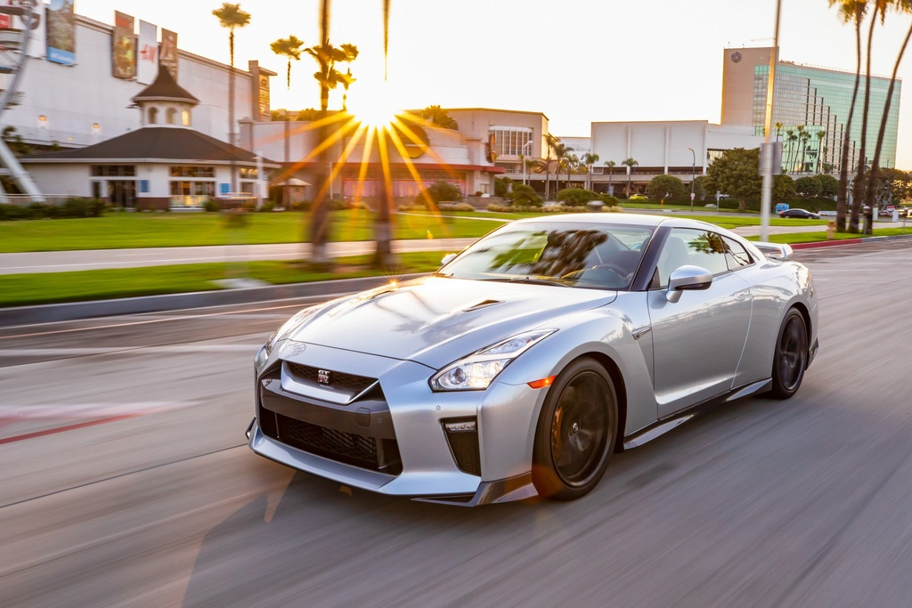 Nissan GT-R 2019 cap ben nuoc My, gia gan 100.000 USD hinh anh 1