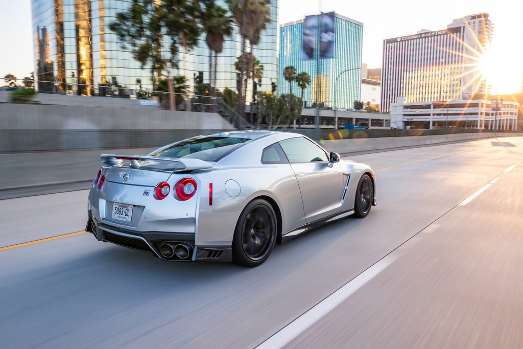 Nissan GT-R 2019 cap ben nuoc My, gia gan 100.000 USD hinh anh 5