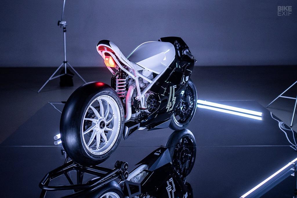 Ducati 916 do theo phong cach giay bong ro Air Jordan hinh anh 2