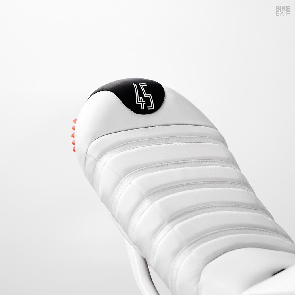 Ducati 916 do theo phong cach giay bong ro Air Jordan hinh anh 11