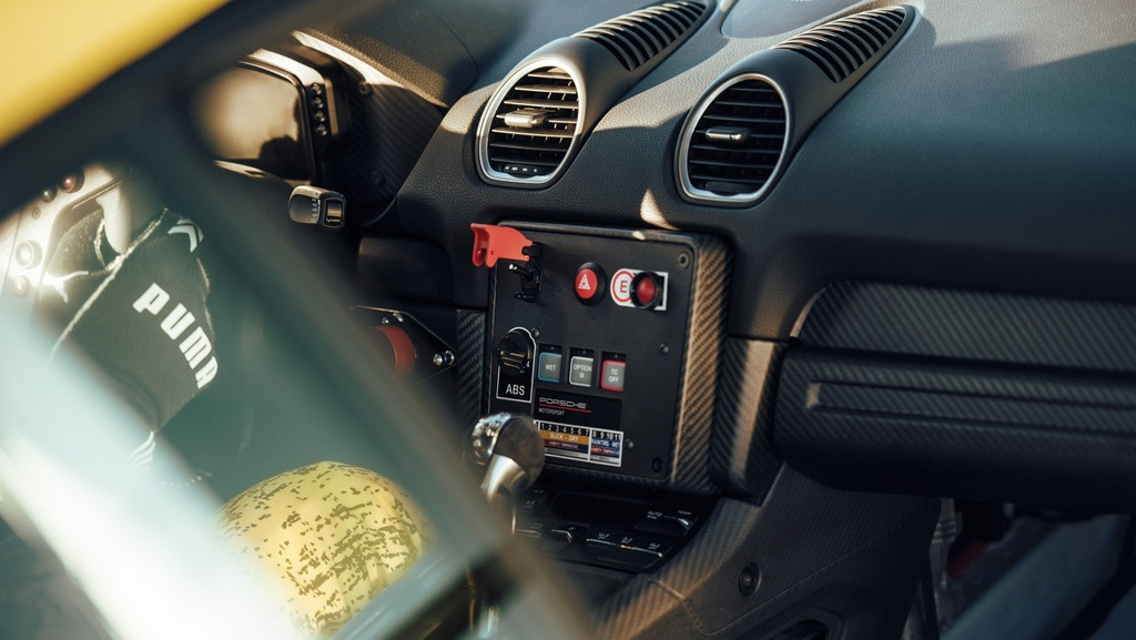 Porsche ra mat xe dua Cayman GT4 Clubsport anh 4