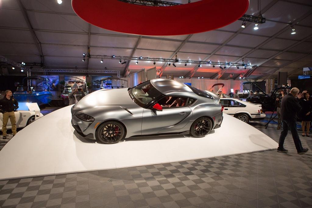 Toyota Supra 2020 dau tien co gia 2, 1 trieu USD anh 2