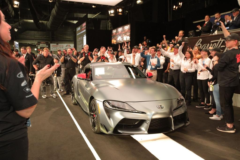 Toyota Supra 2020 dau tien co gia 2, 1 trieu USD anh 1