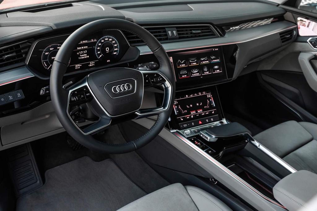 SUV dien Audi E-Tron gia tu 92.300 USD, de doa Tesla Model X hinh anh 9