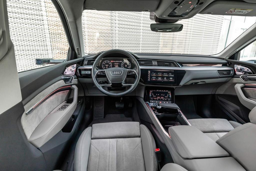 SUV dien Audi E-Tron gia tu 92.300 USD, de doa Tesla Model X hinh anh 8