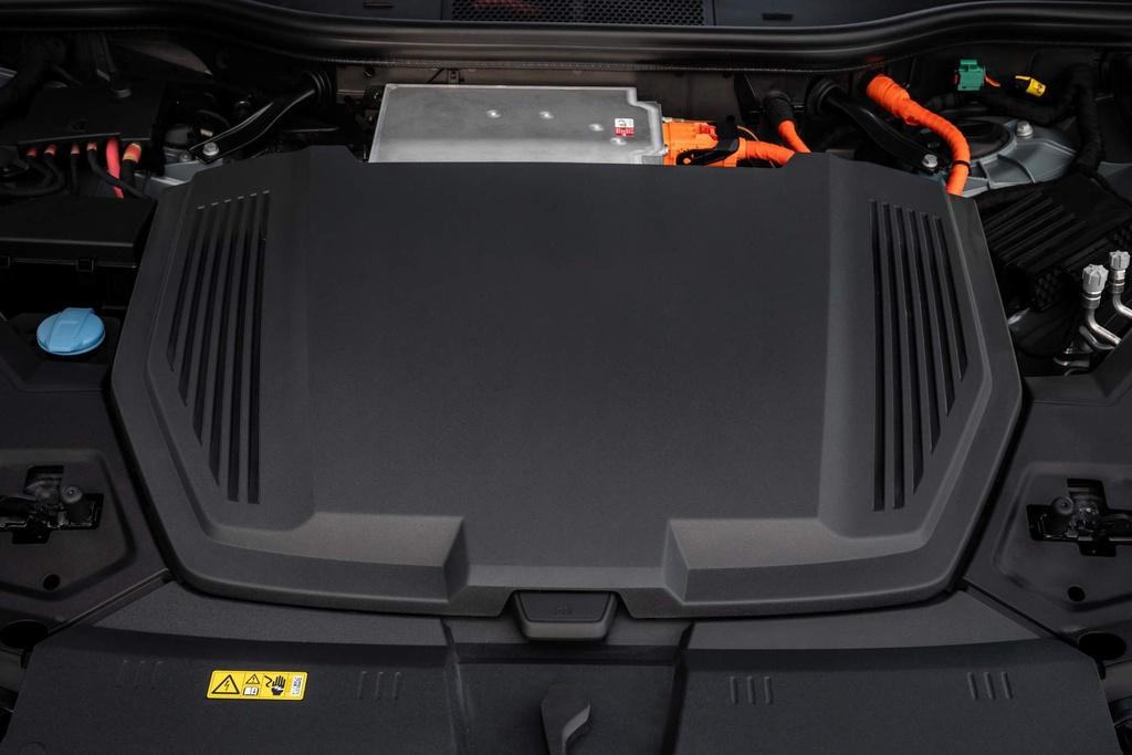 SUV dien Audi E-Tron gia tu 92.300 USD, de doa Tesla Model X hinh anh 4