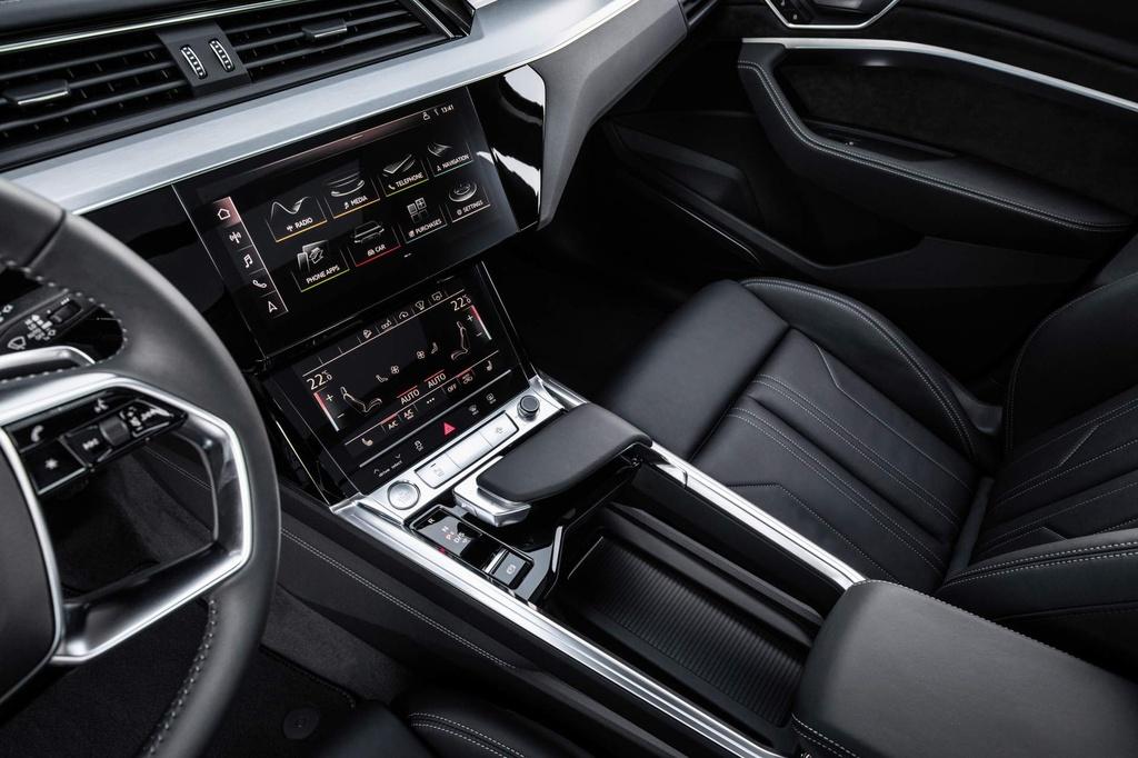 SUV dien Audi E-Tron gia tu 92.300 USD, de doa Tesla Model X hinh anh 6
