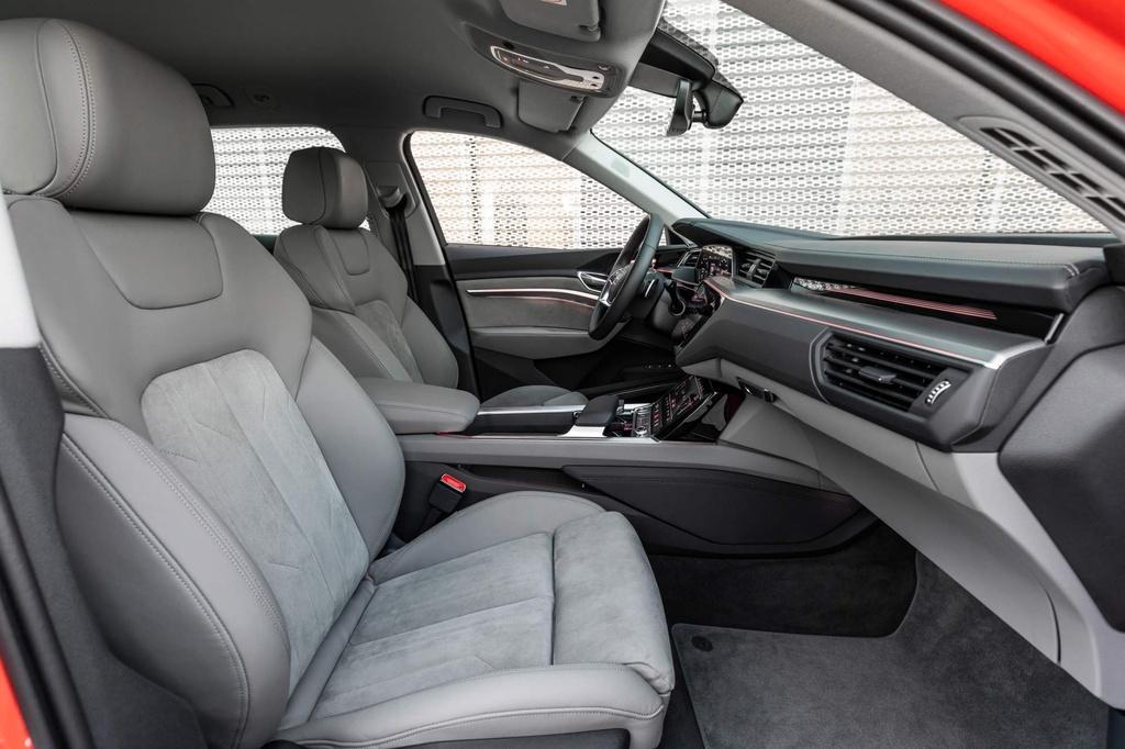 SUV dien Audi E-Tron gia tu 92.300 USD, de doa Tesla Model X hinh anh 7