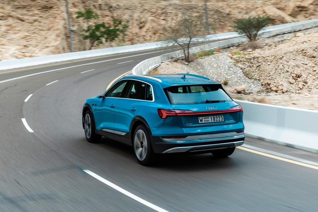 SUV dien Audi E-Tron gia tu 92.300 USD, de doa Tesla Model X hinh anh 10