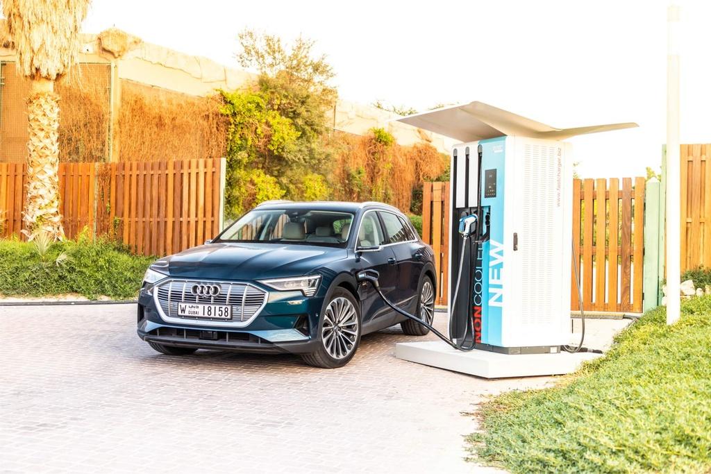 SUV dien Audi E-Tron gia tu 92.300 USD, de doa Tesla Model X hinh anh 3