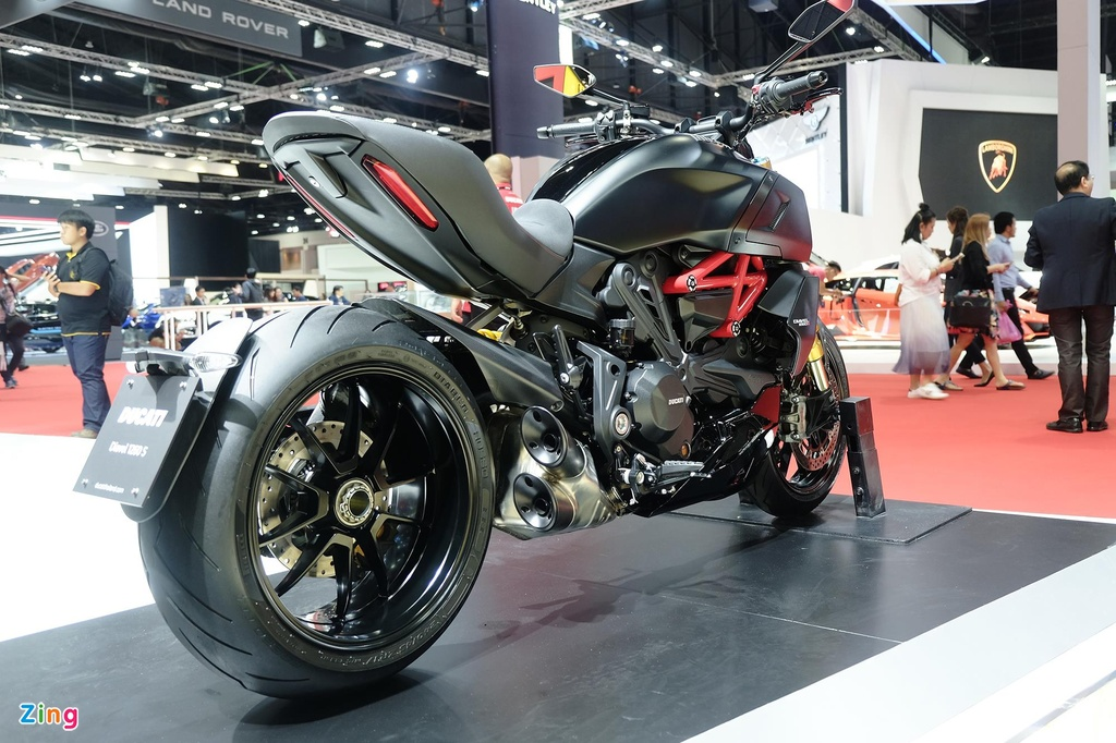 Ducati Diavel 1260 ra mat anh 2