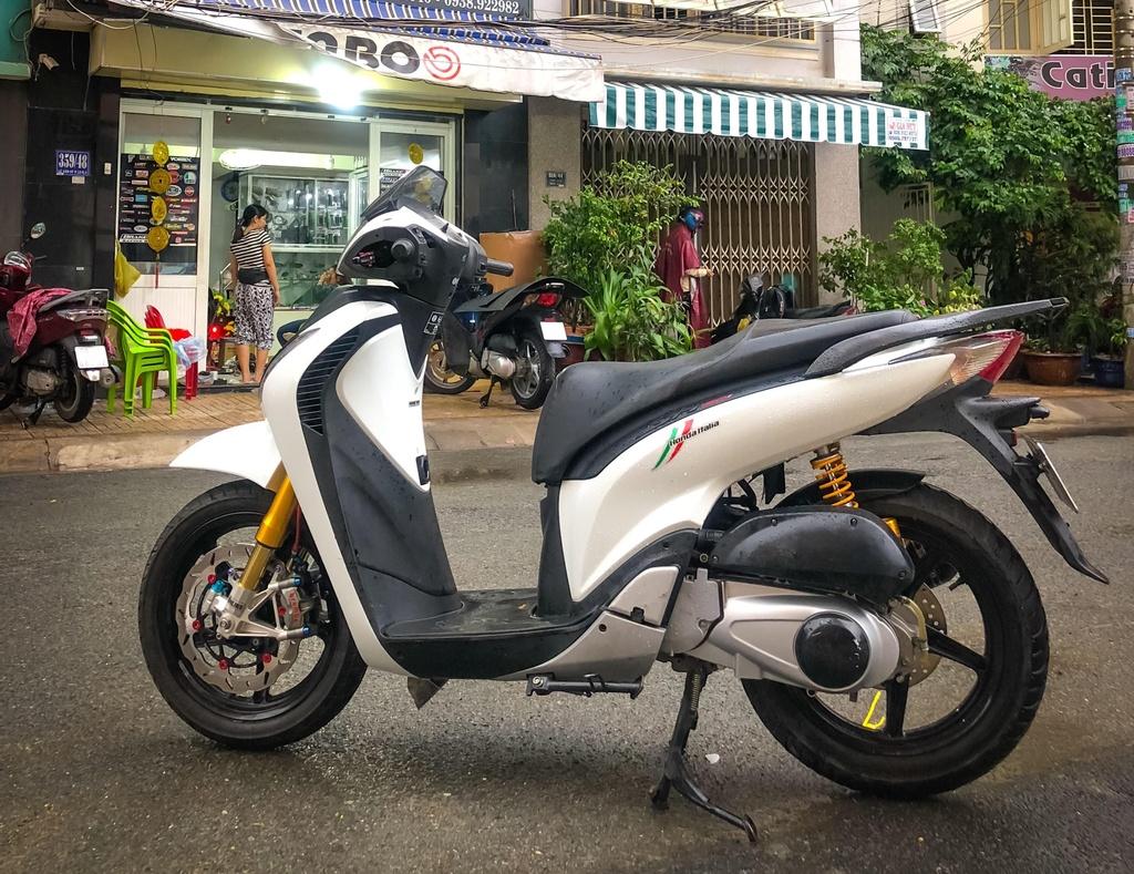 Honda SH 150i do giam xoc cua 'sieu moto' o Sai Gon hinh anh 1
