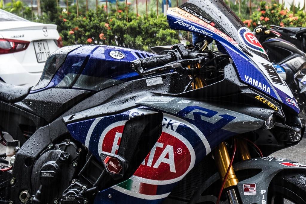 Yamaha R1 do phong cach xe dua tai Sai Gon hinh anh 8