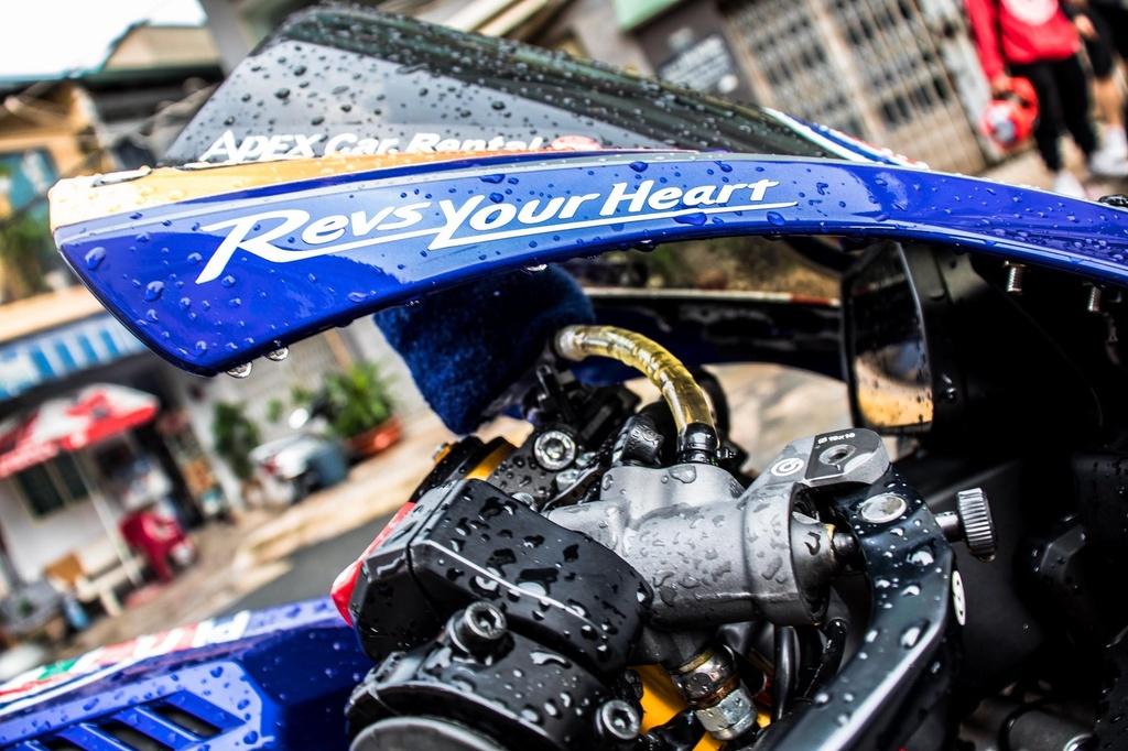 Yamaha R1 do phong cach xe dua tai Sai Gon hinh anh 7