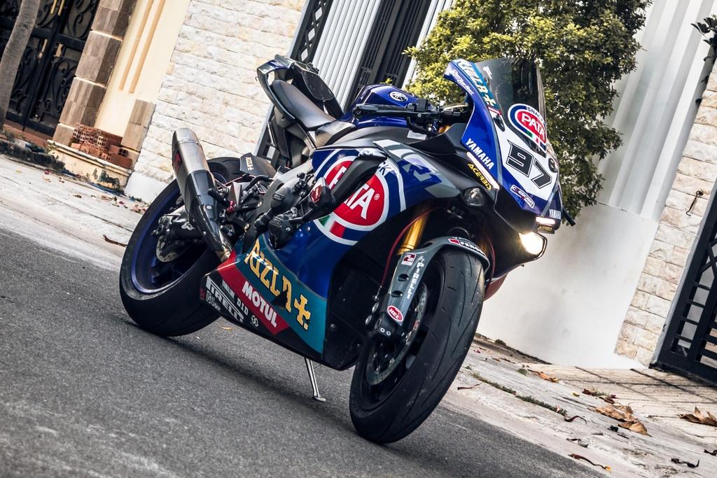 Yamaha R1 do phong cach xe dua tai Sai Gon hinh anh 1