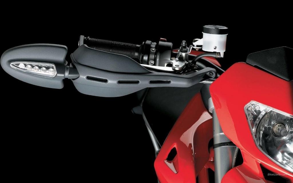 Hypermotard - tu su nghi ngo den dong xe ban chay nhat cua Ducati hinh anh 4