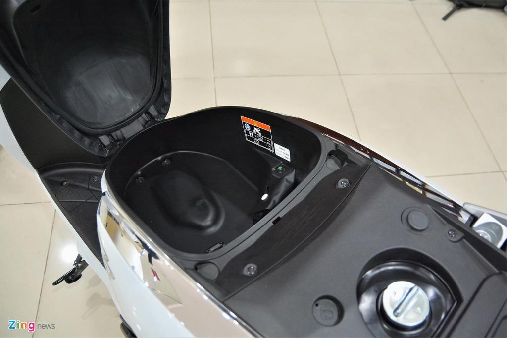 BMW C 400 X lieu co vuot qua Honda SH 300i anh 6