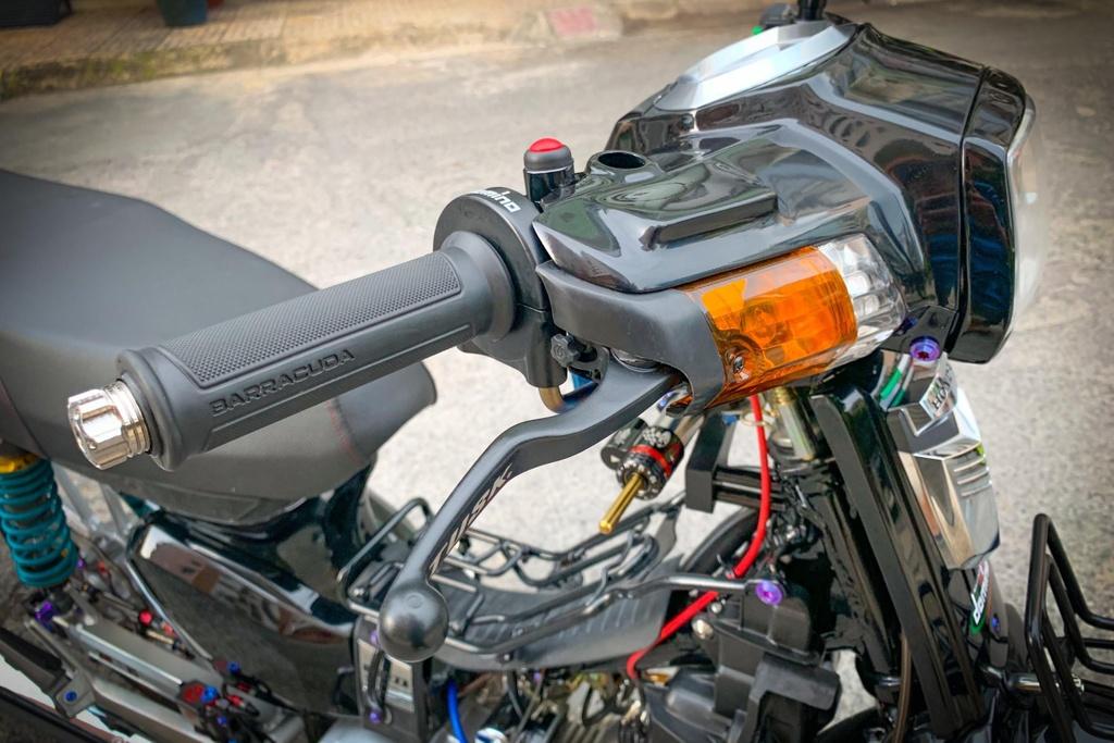 'Huyen thoai' Honda Dream voi dan phu kien 200 trieu hinh anh 6