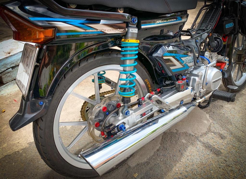 'Huyen thoai' Honda Dream voi dan phu kien 200 trieu hinh anh 11