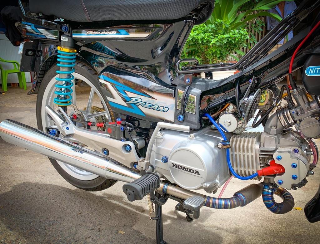 'Huyen thoai' Honda Dream voi dan phu kien 200 trieu hinh anh 3