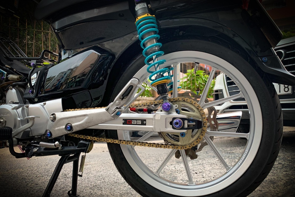 'Huyen thoai' Honda Dream voi dan phu kien 200 trieu hinh anh 13