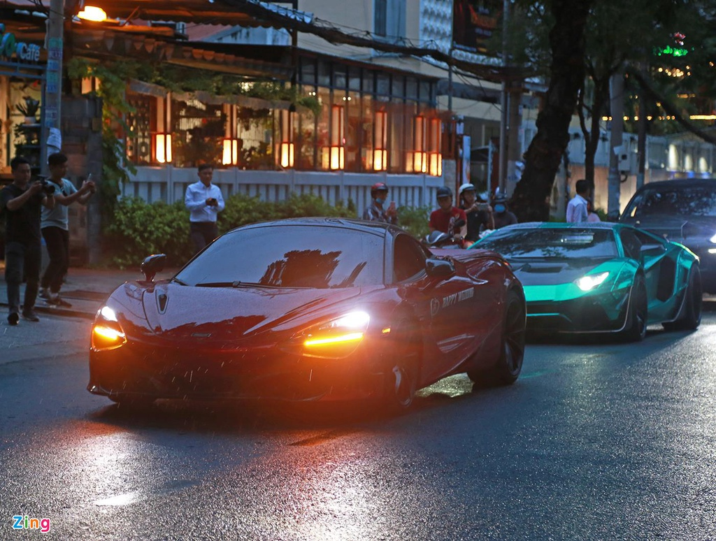 Truong doan Car Passion lai McLaren 720S toi dam cuoi Cuong Do La hinh anh 1