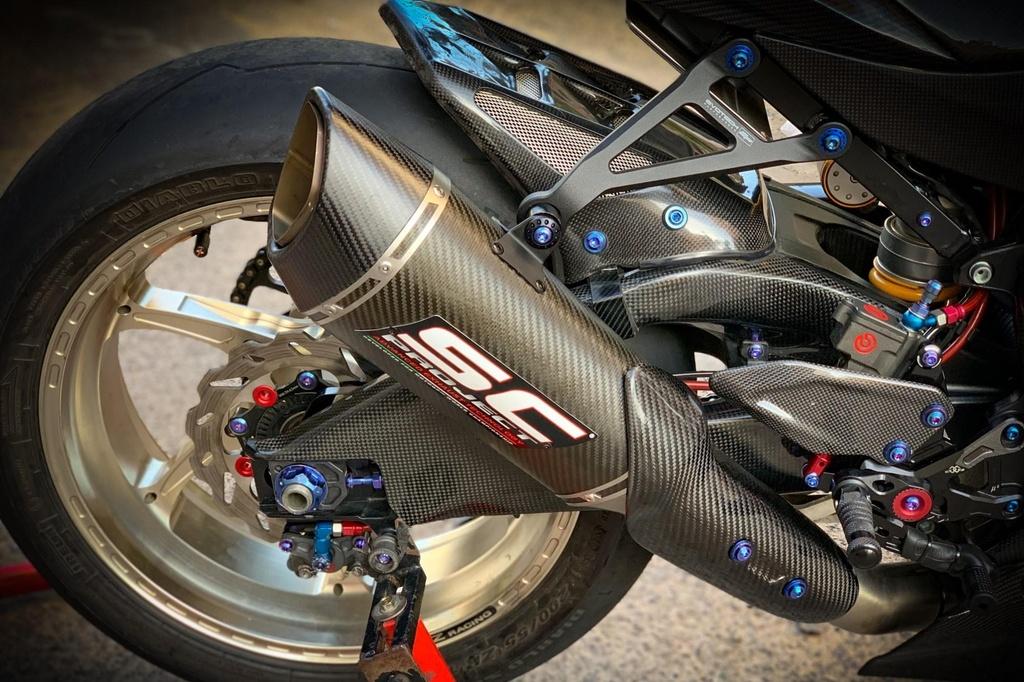 Suzuki GSX-R1000 do dan ao carbon ton nua ty dong cua biker Sai Gon hinh anh 10