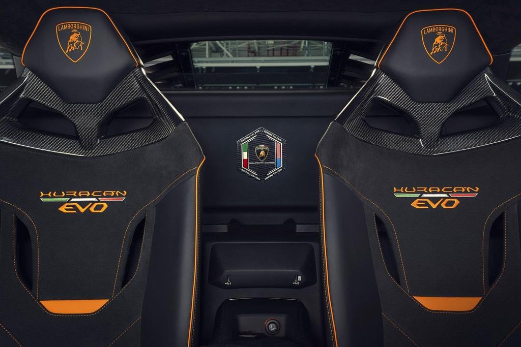 Lamborghini ra mat 2 phien ban dac biet, gioi han chua den 100 chiec hinh anh 10