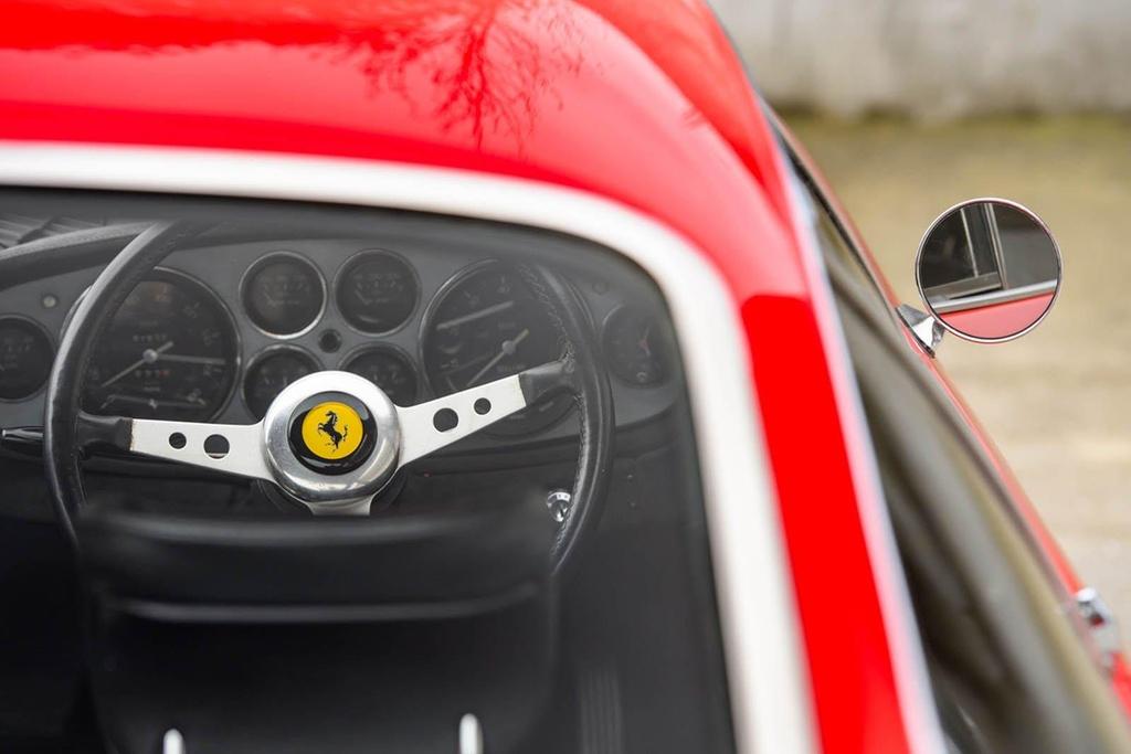 Ferrari co tung cua Elton John duoc ban dau gia hinh anh 5