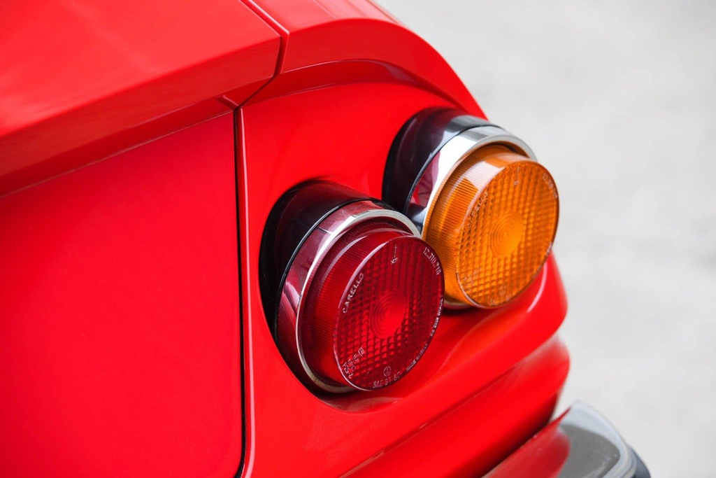 Ferrari co tung cua Elton John duoc ban dau gia hinh anh 6