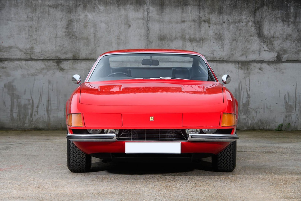 Ferrari co tung cua Elton John duoc ban dau gia hinh anh 2