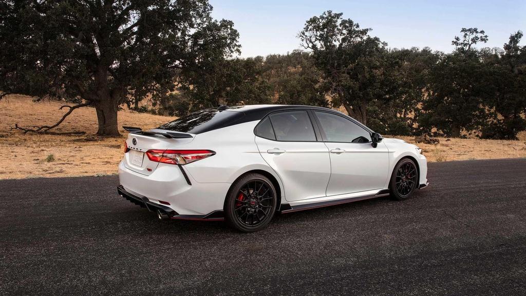 Toyota Camry TRD ra mat, ngoai hinh va khung gam the thao hon hinh anh 3