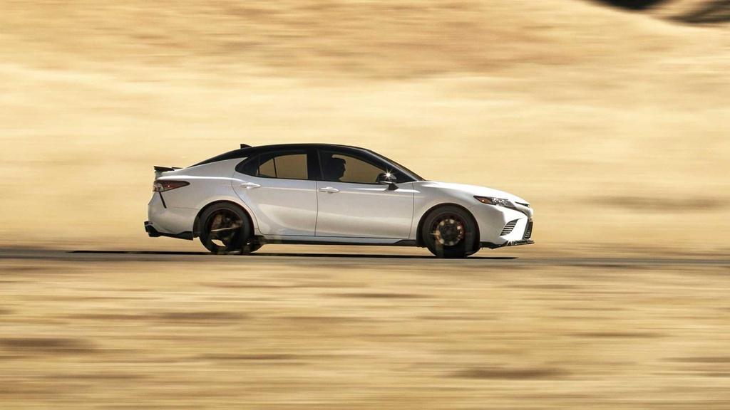 Toyota Camry TRD ra mat, ngoai hinh va khung gam the thao hon hinh anh 2