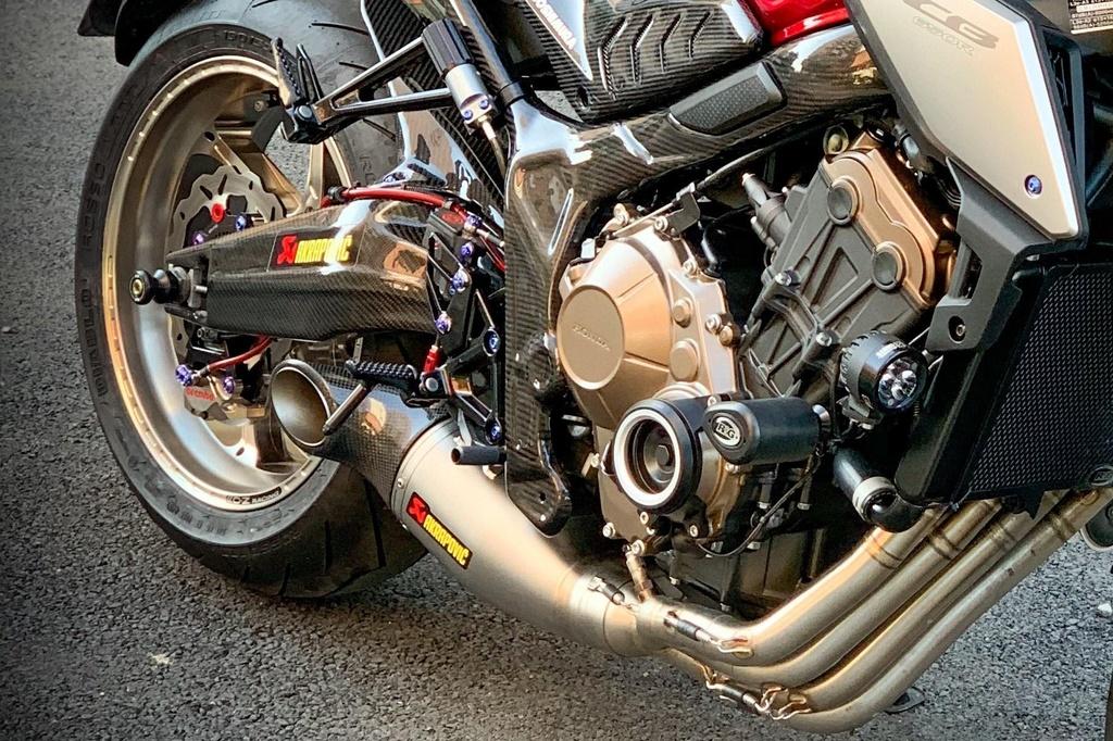 Honda CB650R voi goi do hang hieu cua biker SG, dat hon ca xe moi hinh anh 7