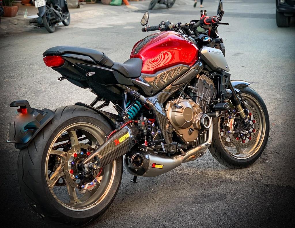 Honda CB650R voi goi do hang hieu cua biker SG, dat hon ca xe moi hinh anh 2