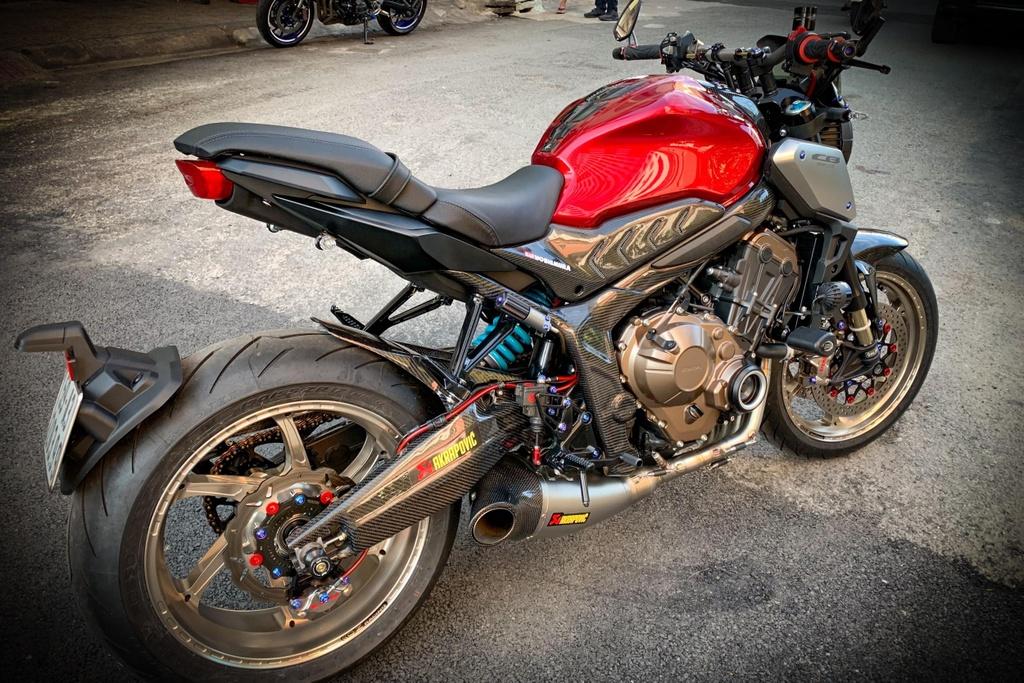 Honda CB650R voi goi do hang hieu cua biker SG, dat hon ca xe moi hinh anh 12