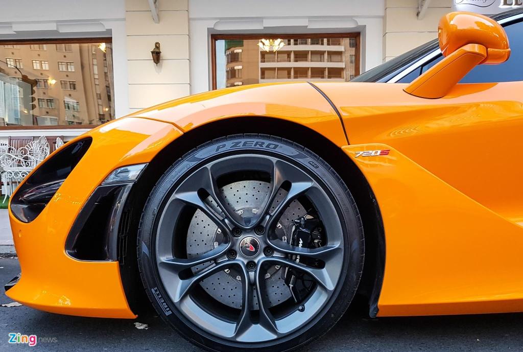 Sieu xe McLaren 720S cua Cuong Do La do mam hang hieu hon 10.000 USD hinh anh 3
