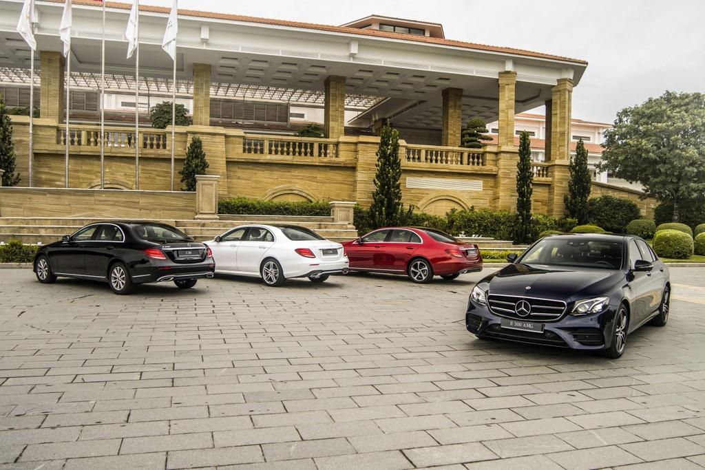 Mercedes-Benz E 300 AMG tro lai Viet Nam, gia hon 2,8 ty hinh anh 1