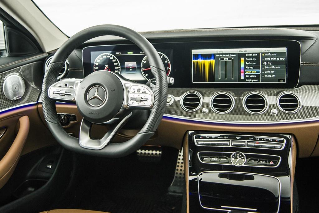 Mercedes-Benz E 300 AMG tro lai Viet Nam, gia hon 2,8 ty hinh anh 4