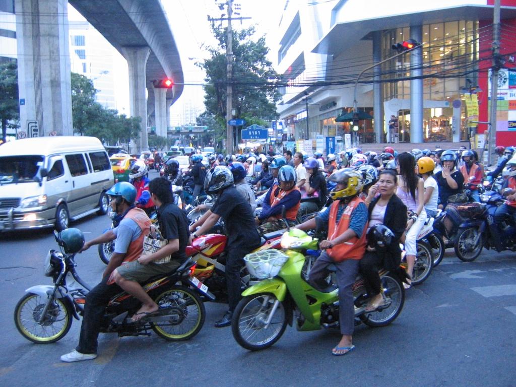 Thai Lan dung bang lai xe dien tu, tru diem, treo bang qua smartphone hinh anh 1