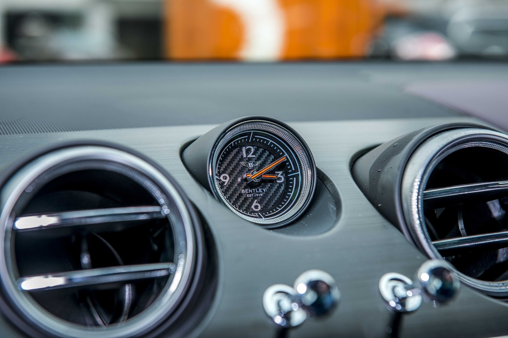 Bentley Bentayga V8 ban ky niem thu 2 ve VN, mau doc nhat the gioi hinh anh 7