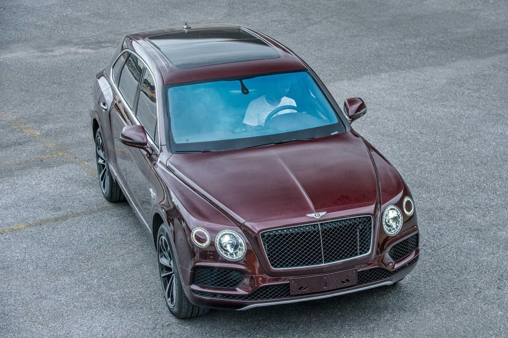 Bentley Bentayga V8 ban ky niem thu 2 ve VN, mau doc nhat the gioi hinh anh 3