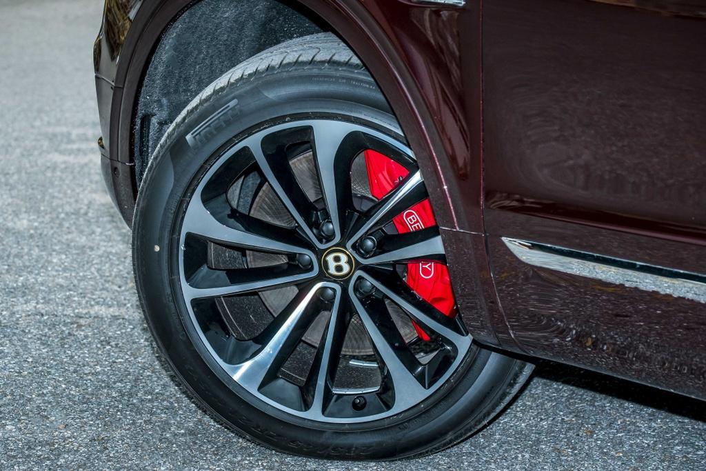 Bentley Bentayga V8 ban ky niem thu 2 ve VN, mau doc nhat the gioi hinh anh 4