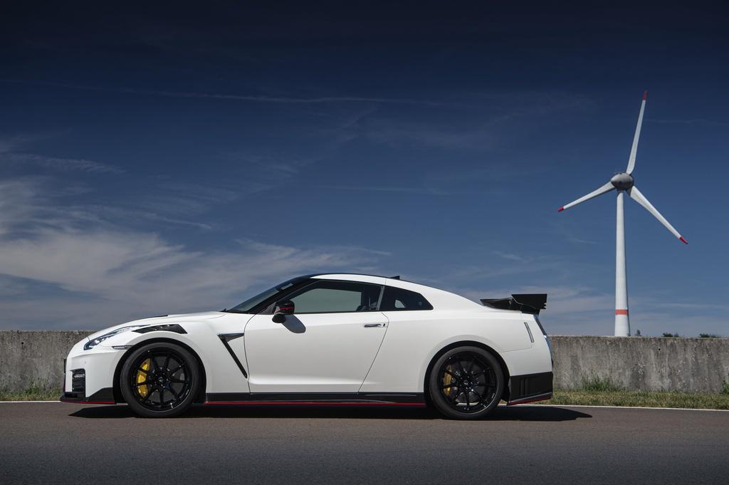 Nissan GT-R 2020 ban hieu nang cao xuat tran, gia nhu sieu xe hinh anh 4
