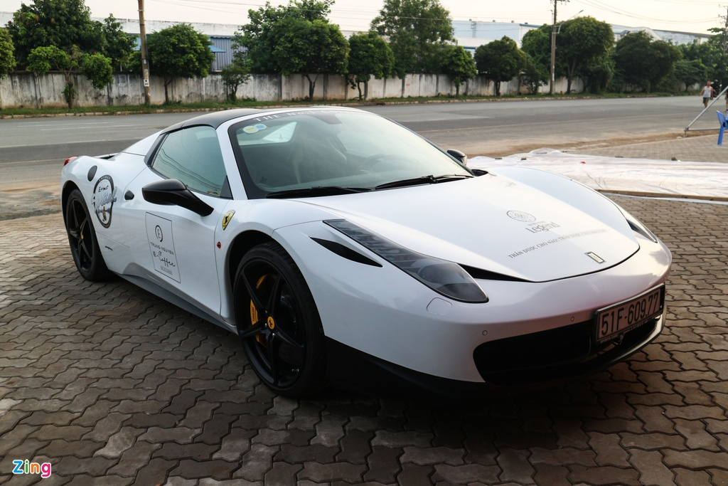 Sieu xe cua ong Dang Le Nguyen Vu co mat tai le ra mat Ferrari o VN hinh anh 1