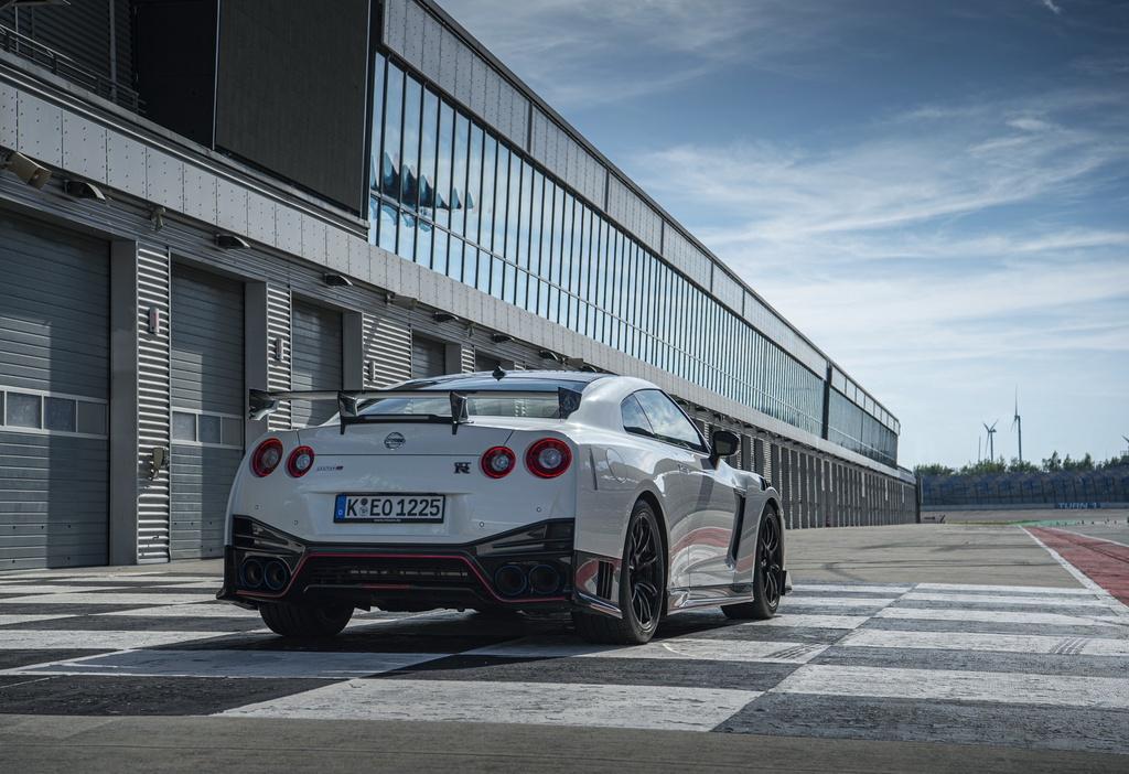 Nissan GT-R 2020 ban hieu nang cao xuat tran, gia nhu sieu xe hinh anh 3