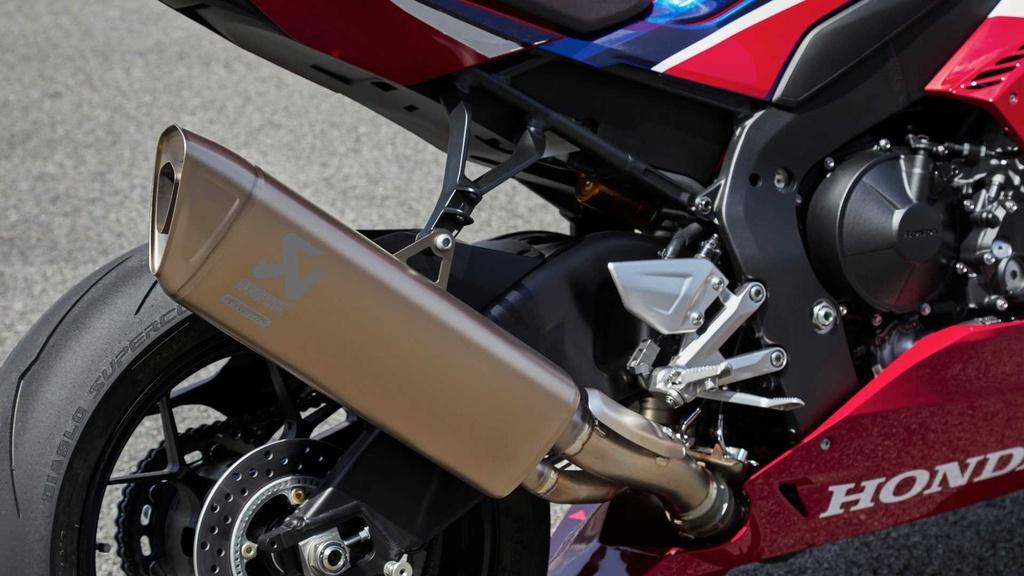 Honda CBR1000RR-R the he moi trinh lang voi thiet ke ham ho hinh anh 6
